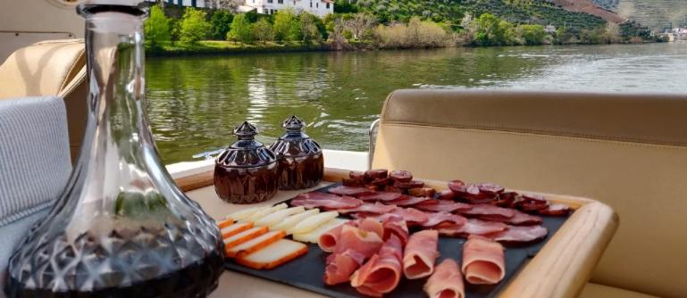 Cruzeiro em Iate Douro Premium