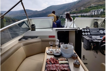 "Yacht cruise ""Pinhão Deluxe"""