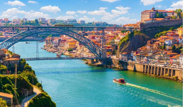 Aprecie a beleza natural das margens do Rio Douro