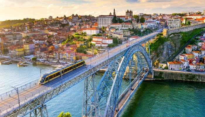A Ponte Luís I é a mais emblemática ponte do Porto e uma belíssima obra de Eiffel e Seyring