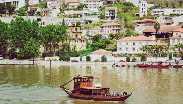 Atualmente, a adorável vila do Pinhão que recebe os seus visitantes vindos dos cruzeiros
