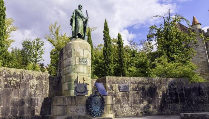 Fundador da pátria Lusitana,D.Afonso Henriques é um dos pontos mais visitados da cidade.