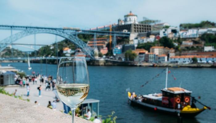 Ribeira, Ponte D. Luís I, Cruzeiro Douro, Vinho do Porto –  marcos emblemáticos do Porto