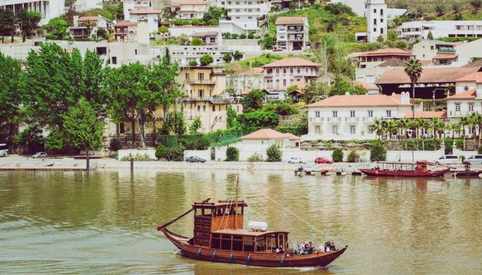 O cruzeiro Pinhão-Tua-Pinhão é um subtil passeio em Barco Rabelo que vai simplesmente adorar