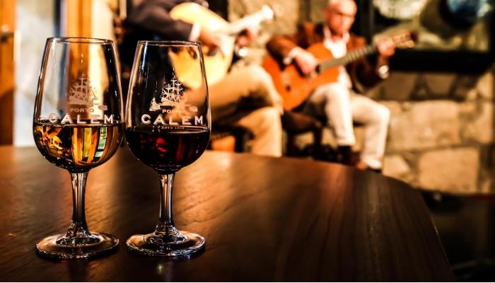 Desfrute do que Portugal tem de melhor: Fado e Vinho do Porto
