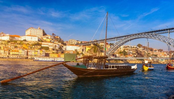A vista para a cidade do Porto a partir do Cais de Vila Nova de Gaia