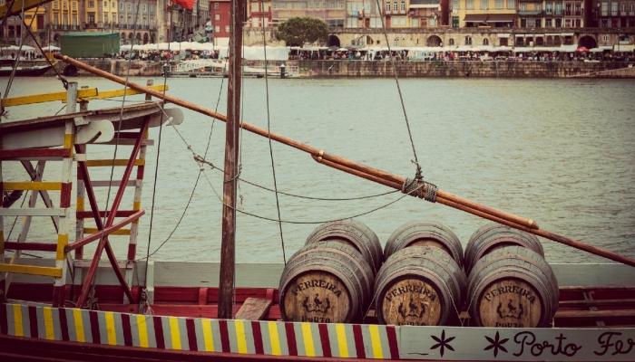 Ainda é possível ver os antigos Barcos Rabelos (restaurados) no Cais de Vila Nova de Gaia