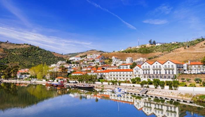 Situada em pleno Alto Douro Vinhateiro, a localidade do Pinhão merece uma demorada visita