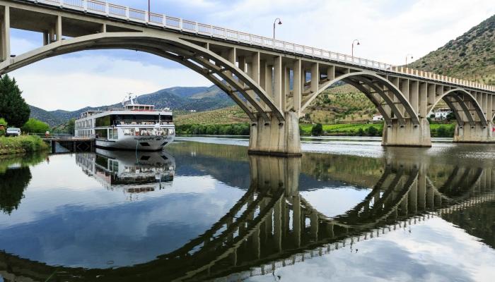 Barca d'Alva está situada junto à fronteira com Espanha, constituindo o limite do Rio Douro em território português