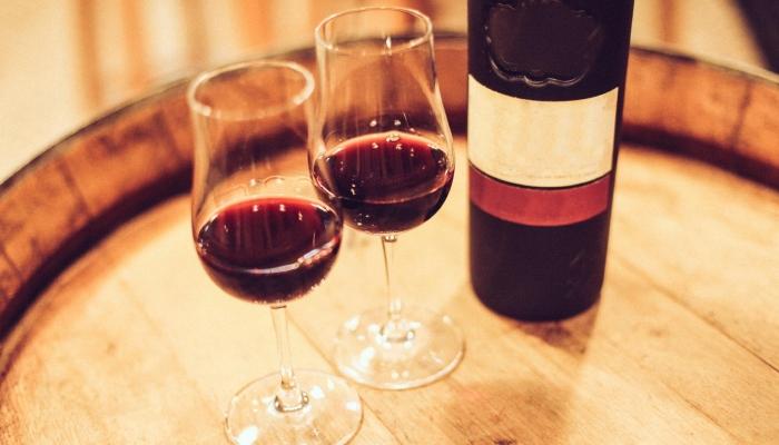 Um copo de vinho no Douro é o refresco ideal para um sol primaveril!
