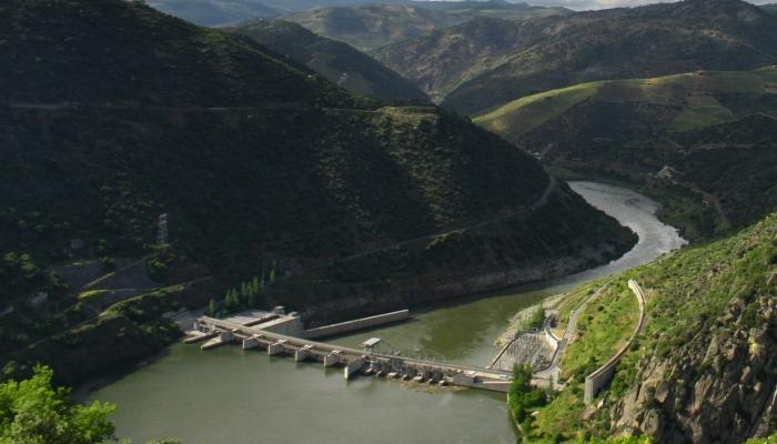 A Barragem da Valeira separa o Alto Douro do Douro Superior.