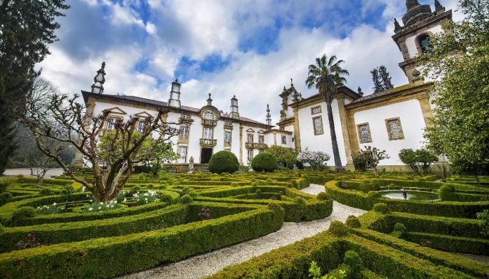 Os Jardins do Palácio de Mateus merecem ter a sua beleza descoberta por todos os que visitam o Douro