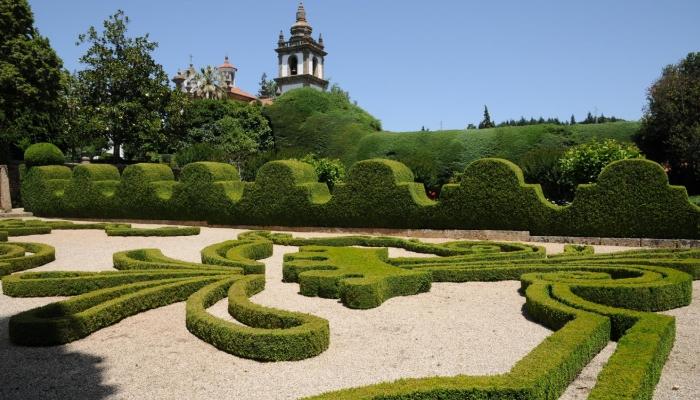 Um passeio pelos jardins do Palácio de Mateus, tornarão a sua Páscoa inesquecível