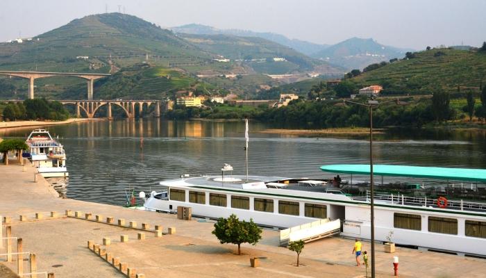 O Porto da Régua é o local de embarque e desembarque da maior parte dos cruzeiros que se realizam no Rio Douro.
