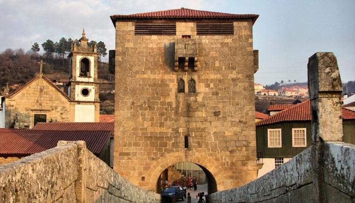 Ucanha é conhecida pela sua emblemática ponte de pedra.