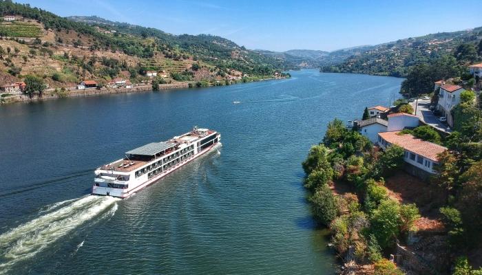 Descubra o Douro de um modo diferente, a bordo de um dos seus vários cruzeiros