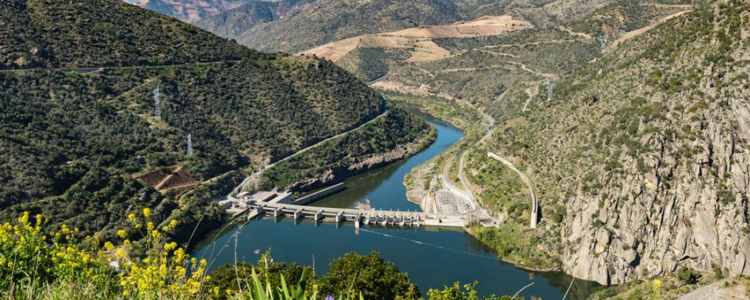 as-imponentes-barragens-que-cruzam-o-rio-douro