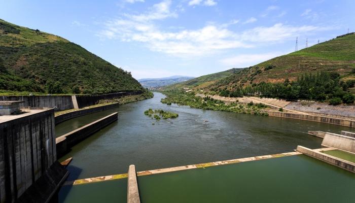 A Barragem de Bagaúste é uma imponente construção na paisagem Duriense