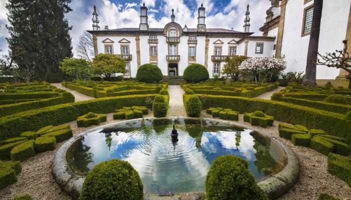 Mateus: Palácio, um dos mais belos exemplares arquitetónicos barroco e marca/produtor de um dos melhores vinhos rosés