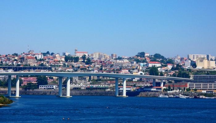 """A Ponte do Freixo, inagurada em 1995, é igualmente conhecida como a """"Ponte da Periferia""""."""
