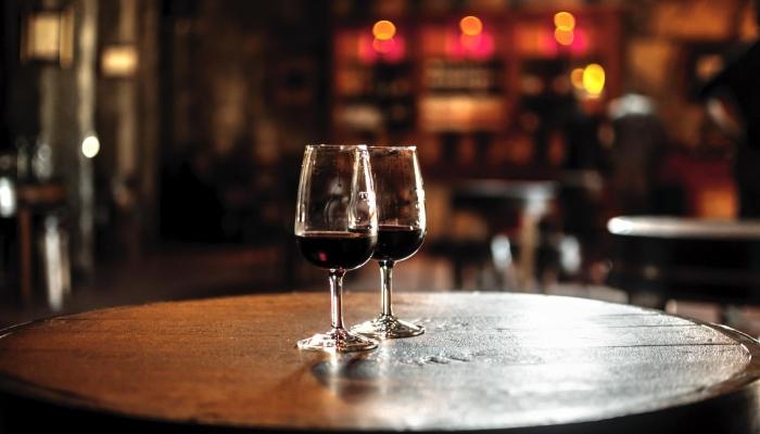 O doce Vinho Tawny é armazenado em pipas de carvalho, e posteriormente, passado para tonéis de carvalho.