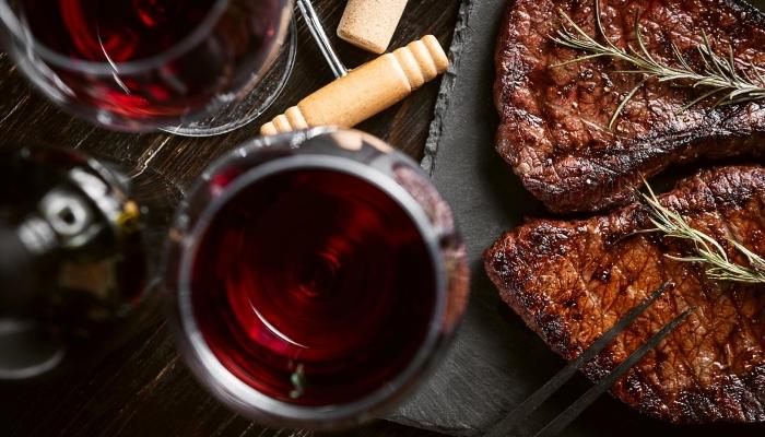 Uma boa refeição casa sempre bem com Vinho do Porto. Experimente!