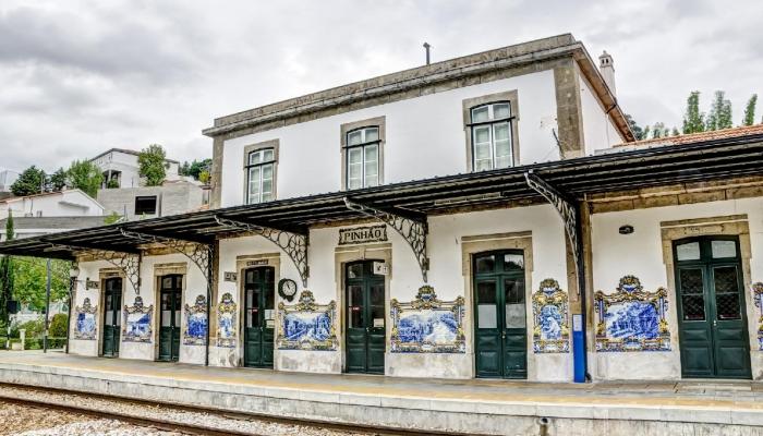 A Estação Ferroviária do Pinhão com os seus magníficos azulejos alusivos à vida no Douro