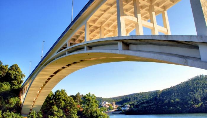 A famosa ponte sobre o Rio Sousa, da autoria de Edgar Cardoso