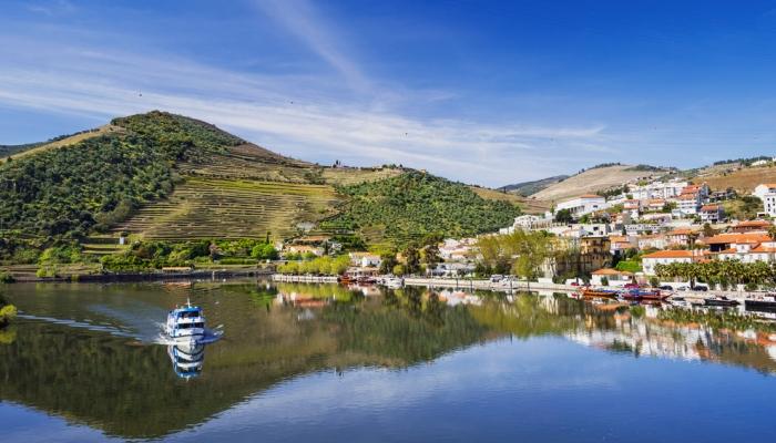 No primeiro dia do nosso Programa das Vindimas, desfrute de um encantador Cruzeiro no Douro até ao Pinhão