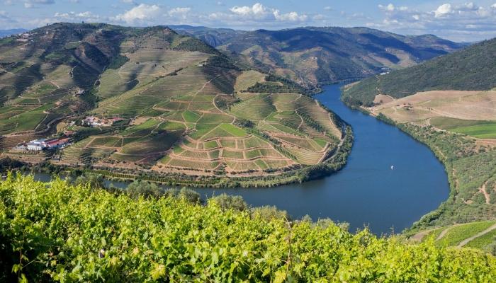 Miradouro de Casal de Loivos - Os Miradouros espalhados pelo Douro oferecem algumas pisagens mais incríveis (e românticas) deste vale!