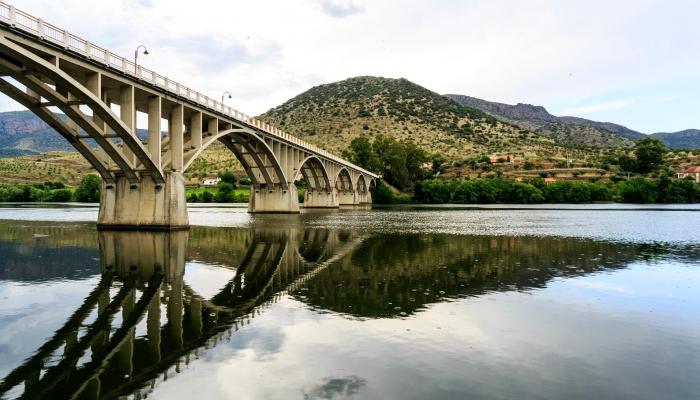 A elegante ponte de Barca D'Alva é a última ponte sobre o Rio Douro em território Português
