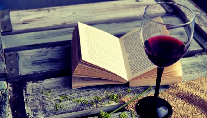Acompanhar um momento a sós com um copo de um belo Vinho do Douro, é uma das opções mais relaxantes