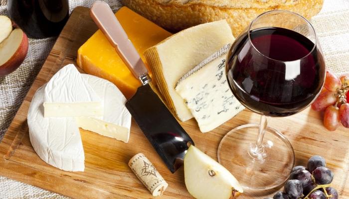 Um bom Vinho do Porto é a escolha ideal para abrir a mesa de entradas
