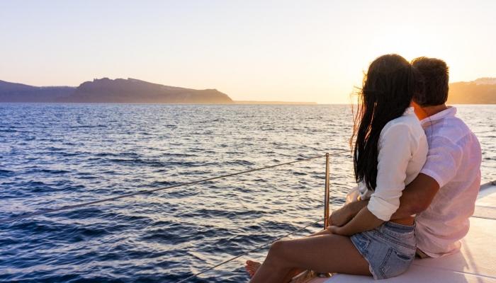Um cruzeiro privado em iate, será uma das melhores escolhas para namorarem sozinhos