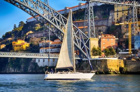 ja-se-imaginou-num-veleiro-em-pleno-rio-douro