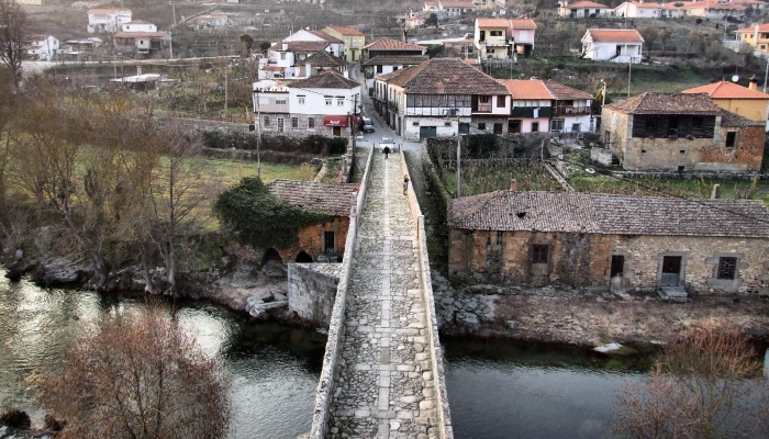 A sua ponte é considerada a mais bela ponte medieval de Portugal
